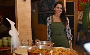 Renata Vanzetto comemora oito anos do Marakuthai com almoço badalado
