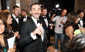 Riccardo Tisci perde voo e casamento de Ana Claudia Michels