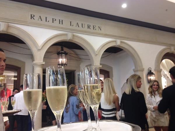 Turma de beldades prestigia primeira loja brasileira da Ralph Lauren ... 953eeb864d0