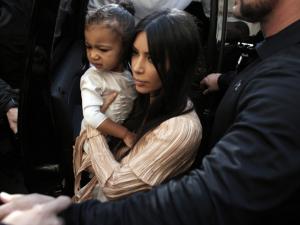 Kim Kardashian e Kanye West batizam a filha North em Jerusalém