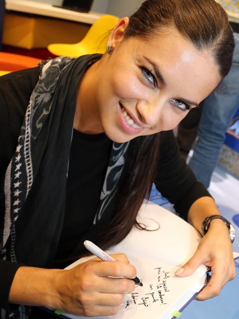 Adriana Lima na inauguração da nova ala do hospital Pequeno Príncipe || Créditos: Divulgação