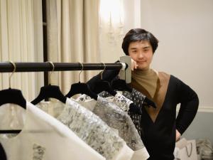 Pré-Baile do Met: estilista chinês lança coleção em parceria com a Barneys
