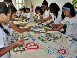 Copacabana Palace dá a mão a projeto social com linha de camisetas