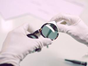 Vídeo mostra o processo de fabricação dos óculos Dick Moby. Play!