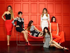 Com bom humor, artista plástico se vinga da família Kardashian