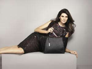 Isabella Fiorentino arma brunch para lançar coleção de bolsas