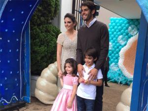 Kaká e Carol Celico comemoram os quatro anos de Isabella
