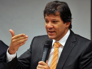 Indecisão de Fernando Haddad quanto à reeleição incomoda PT