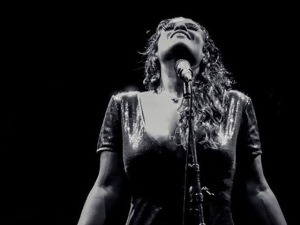 "Tulipa Ruiz entrega single do novo álbum ""Dancê"" para download"