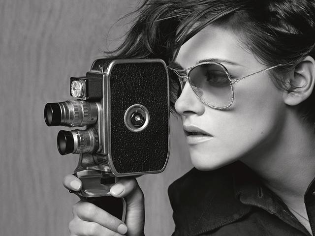 2ba4b7a488865 Kristen Stewart é musa da nova campanha de eyewear da Chanel