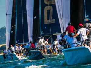 Promovido pela Mitsubishi, campeonato mundial de vela S40 ocupa a praia de Jurerê