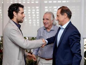 Paulo Skaf ganha surpresa durante almoço com João Carlos Martins