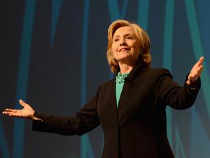Hillary Clinton anuncia que vai se candidatar à presidência