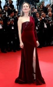 Celebridades fazem bonito no red carpet de Cannes. Aos looks!