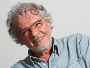 Elifas Andreato ganha exposição com capas icônicas da MPB