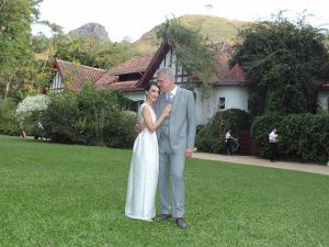 Maria Prata e Pedro Bial se casam em clima serrano no Rio