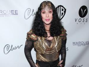 No aniversário de Cher, relembre os looks mais exóticos da diva