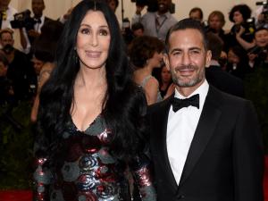 Motivo de grude entre Marc Jacobs e Cher foi revelado. Saiba aqui!