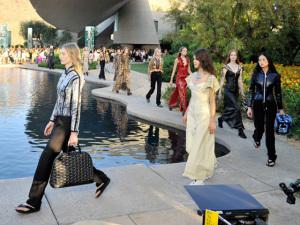 Ghesquière apresenta seu Resort para a Louis Vuitton em Palm Springs