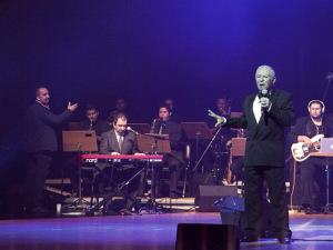 Philippe de Nicolay Rothschild rouba a cena no Show de Talentos
