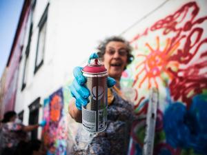 Projeto em Lisboa une terceira idade ao grafite. Conheça esse barato!