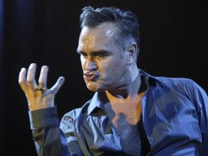 Morrissey elogia casamento gay, mas critica Irlanda por…