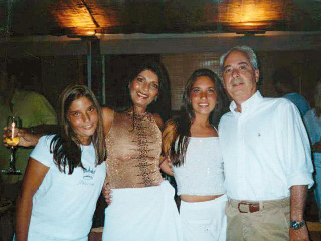 Wunder, Paulette e as filhas, Carolina e Mariana: vivendo de aparências||Créditos: Reprodução