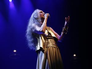 Maria Bethâniarecebe homenagem no Prêmio da Música Brasileira