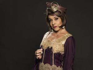 Loira, Betty Faria estreia peça no dia em que completa 74 anos