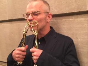Giovanni Bianco comemora os dois prêmios Clio Image Awards
