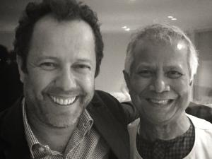 Vik Muniz encontra o Nobel da Paz Muhammad Yunus no Rio