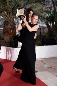 Festival de Cannes termina com red carpet disputado e prêmio dividido