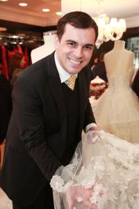 Sandro Barros arma tarde especial para as noivas em seu ateliê