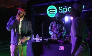 Spotify comemora um ano de vida com Max de Castro e Lucas Silveira