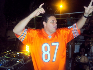 DJ Marlboro adianta playlist da festa de 15 anos do Glamurama. Play!