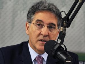 Fernando Pimentel culpa Aécio por ter sua intimidade invadida