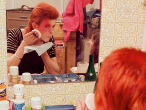 Taschen lança livro sobre Ziggy Stardust, o alter-ego mais famoso de Bowie