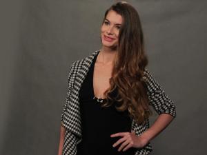 """Alinne Moraes soltando faíscas: """"O romantismo traz tensão"""""""