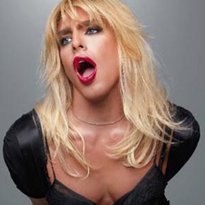 Cauã Reymond posta foto vestido de mulher e pede respeito aos gays