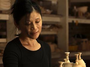 Ceramista Hideko Honma arma nova edição do Sukiyaki do Bem