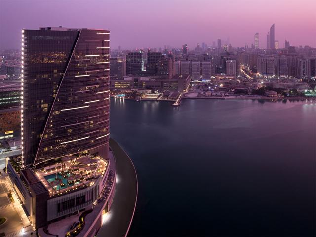 A joia de Abu Dhabi, como é chamada, representa a mistura perfeita dos detalhes tradicionais do Oriente Médio com a modernidade ocidental. São 189 quartos e suítes com vista para o Golfo Pérsico. Ai, ai... || Crédito: Divulgação