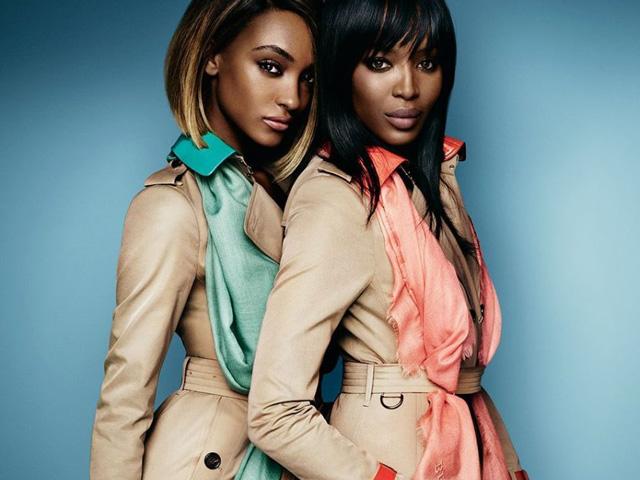 Jourdan Dunn e Naomi Campbell na campanha da Burberry    Créditos: Divulgação