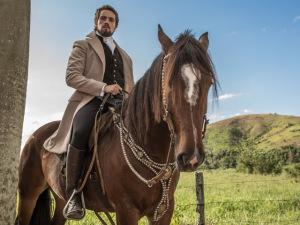 Ator Rafael Cardoso coloca na roda seus cavalos em nova novela