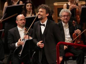 Tenor esquece letra de Nessun Dorma na Scala de Milão. Play!