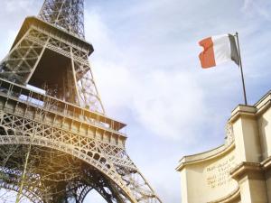 Governo pede que franceses sejam legais com turistas