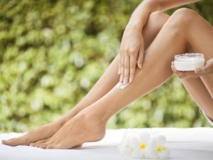 Especialistas dão dicas caseiras para cuidar das pernas