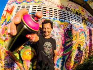 Artista Ricardo Tattoo leva suas cores em missão no Haiti