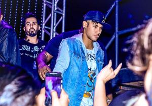 Com Neymar, Baile da Favorita agita SP