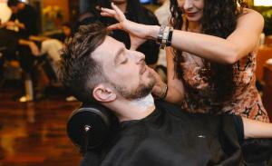 Dia do Homem foi animado no Estúdio Becca com tratamento para os glamurettes