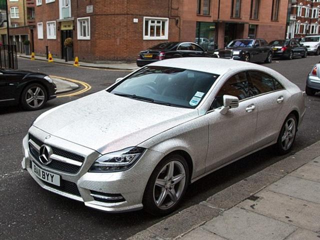 Mercedes-Benz coberta com cristais Swarovsk    Créditos: Divulgação